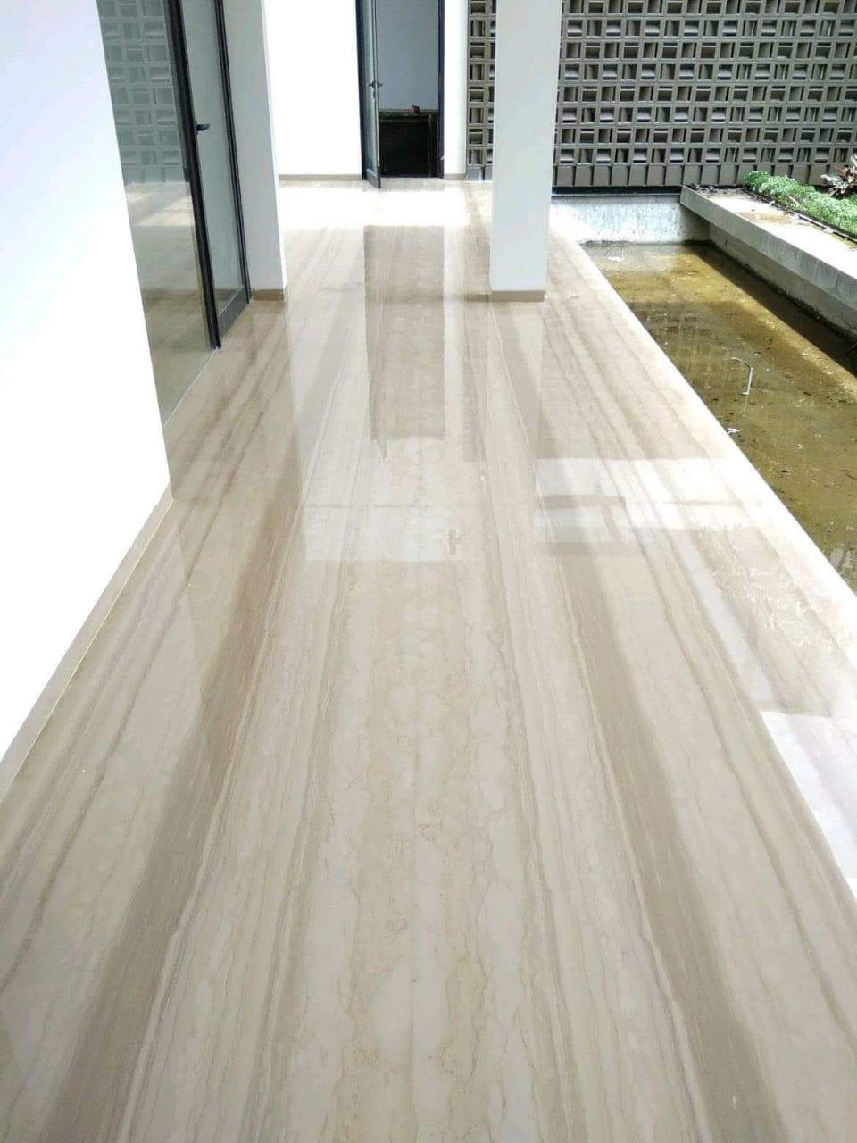 Hasil akhir tahapan pemolesan bagian lantai